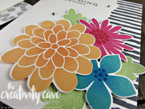 Watch my video tutorial on some amazing tips for making these gorgeous Flower Patch Cards on my blog, www.thecreatvitycave.com #stampinup #thecreativitycave #flowerpatch #retiringstamps