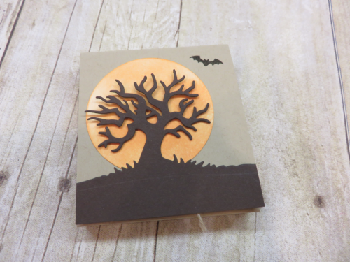 Fun Video showing how easy it is to create this adorable treat holder on my blog using Stampin Up's Spooky Fun Stamp set and cordinating Edgelits www.thecreativitycave.com #stampinup #halloween #thecreativitycave #handmade #treatfolder