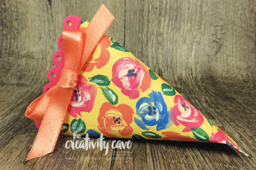 A video tutorial on my blog shows you how easy it is to create this adorable treat container featuring Stampin Up's Treat Time bundle on my blog at www.thecreativitycave.com #stasmpinup #thecreativitycave #treattime #easter #abstractimpressions #spring #gardenimpressionsdsp
